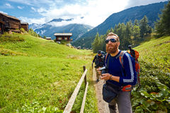 Οδοιπόρος στα βουνά Στοκ εικόνες με δικαίωμα ελεύθερης χρήσης