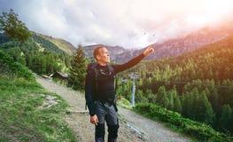 Οδοιπόρος στα βουνά Στοκ φωτογραφία με δικαίωμα ελεύθερης χρήσης