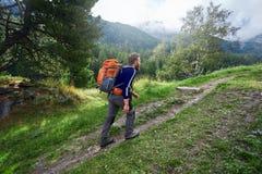 Οδοιπόρος στα βουνά Στοκ φωτογραφίες με δικαίωμα ελεύθερης χρήσης