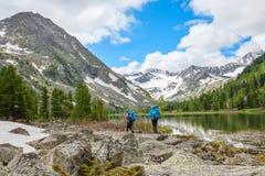 Οδοιπόρος στα βουνά Altai, Ρωσική Ομοσπονδία στοκ εικόνα