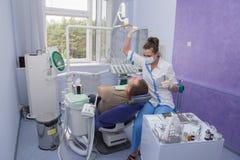 Οδοντίατρος και ασθενής. Στοκ εικόνα με δικαίωμα ελεύθερης χρήσης