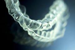 Οδοντικά αόρατα στηρίγματα υποστηριγμάτων δοντιών ευθυγραμμιστών στοκ φωτογραφία με δικαίωμα ελεύθερης χρήσης