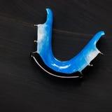 Οδοντικοί μπλε μετακινούμενοι στηρίγματα ή υπηρέτες για τα δόντια Στοκ Εικόνες