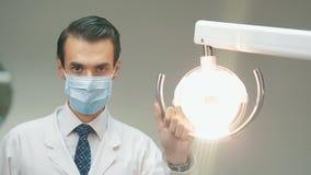 Οδοντικός λαμπτήρας εκμετάλλευσης οδοντιάτρων απόθεμα βίντεο