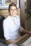 Οδοντικός διορισμός ρεσεψιονίστ βοήθειας Στοκ φωτογραφία με δικαίωμα ελεύθερης χρήσης