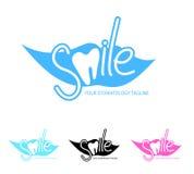 Οδοντικό πρότυπο λογότυπων κλινικών με το εικονίδιο δοντιών διανυσματική απεικόνιση