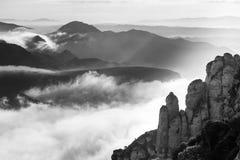 Οδοντωτοί βράχοι και αιχμές βουνών Στοκ φωτογραφία με δικαίωμα ελεύθερης χρήσης