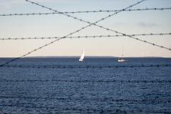 Οδοντωτός - sailboats θάλασσας φυλακών καλωδίων Στοκ εικόνα με δικαίωμα ελεύθερης χρήσης