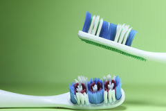 οδοντόβουρτσες δύο στοκ εικόνα