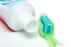 Οδοντόπαστα και οδοντόβουρτσα Στοκ φωτογραφίες με δικαίωμα ελεύθερης χρήσης