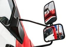 Ο οπισθοσκόπος καθρέφτης στο φορτηγό απομόνωσε ένα άσπρο υπόβαθρο Στοκ φωτογραφία με δικαίωμα ελεύθερης χρήσης