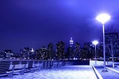 Ο ορίζοντας πόλεων της Νέας Υόρκης ανάβει τη νύχτα Στοκ φωτογραφίες με δικαίωμα ελεύθερης χρήσης