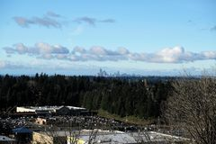 Ο ορίζοντας του Σιάτλ από το Νιουκάσλ, Ουάσιγκτον, ΗΠΑ στοκ εικόνες
