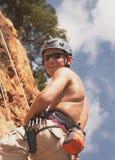 ο ορειβάτης διατηρεί το βράχο Στοκ Φωτογραφίες