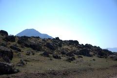 Ο ορεινός όγκος βράχου καλύπτει τις σειρές βουνών Altai, Σιβηρία, Ρωσία o στοκ εικόνα με δικαίωμα ελεύθερης χρήσης