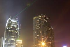 Ο ουρανοξύστης εκπέμπει το λέιζερ Στοκ Εικόνα