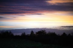 Ο ουρανός βραδιού στα σύννεφα Στοκ Φωτογραφία