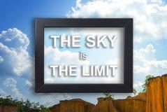 Ο ουρανός είναι η έννοια κινήτρου ορίου στο πλαίσιο εικόνων Στοκ Εικόνες