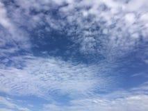 Ο ουρανός είναι φωτεινός το πρωί στοκ φωτογραφίες