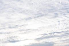 Ο ουρανός καλύπτει το σχέδιο σύννεφων μπλε ουρανού σκηνικού σωρειτών στοκ εικόνες με δικαίωμα ελεύθερης χρήσης