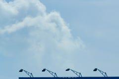 Ο ουρανός με τα σύννεφα που κινούνται με τον αέρα Στοκ Φωτογραφία