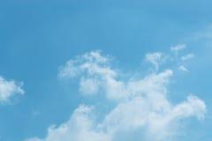 Ο ουρανός με τα σύννεφα που κινούνται με τον αέρα Στοκ φωτογραφίες με δικαίωμα ελεύθερης χρήσης