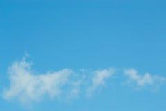 Ο ουρανός με τα σύννεφα που κινούνται με τον αέρα Στοκ εικόνες με δικαίωμα ελεύθερης χρήσης