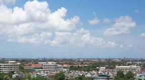 Ο ουρανός πέρα από την πόλη. Στοκ φωτογραφίες με δικαίωμα ελεύθερης χρήσης
