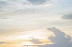 Ο ουρανός στο χρόνο βραδιού Στοκ Φωτογραφία