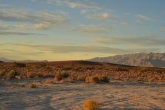 Ο ουρανός τοπίων αυγής ερήμων Mojave καλύπτει τη σειρά βουνών Στοκ φωτογραφίες με δικαίωμα ελεύθερης χρήσης