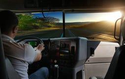Ο οδηγός φορτηγού στο δρόμο Στοκ Φωτογραφίες