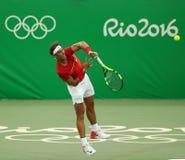 Ο ολυμπιακός πρωτοπόρος Rafael Nadal της Ισπανίας στη δράση κατά τη διάρκεια των ατόμων ` s ξεχωρίζει την πρώτη στρογγυλή αντιστο Στοκ φωτογραφία με δικαίωμα ελεύθερης χρήσης
