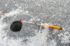 ο πάγος αλιείας ψαριών βρίσκεται ακριβώς παγιδευμένος transbaikalia χειμώνας της Ρωσίας Στοκ Εικόνες