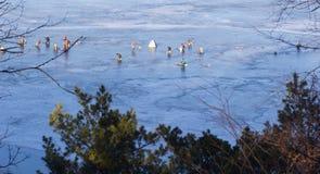 ο πάγος αλιείας ψαριών βρίσκεται ακριβώς παγιδευμένος transbaikalia χειμώνας της Ρωσίας ψαράδες Στοκ εικόνα με δικαίωμα ελεύθερης χρήσης