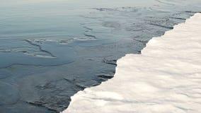 Ο πάγος στον ποταμό απόθεμα βίντεο