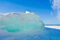 Ο πάγος hummocks εμφανίζεται μέσω του ήλιου στοκ εικόνα