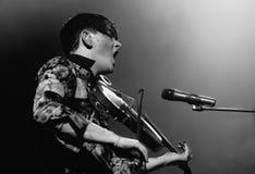 Ο Πάτρικ Wolf (φορέας τραγουδιστών και βιολιών) αποδίδει σε Apolo Στοκ εικόνα με δικαίωμα ελεύθερης χρήσης