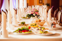 Ο πίνακας έθεσε για το γάμο ή άλλος εξυπηρέτησε το γεύμα γεγονότος Στοκ Φωτογραφία