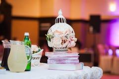Ο πίνακας έθεσε για το γάμο ή άλλος εξυπηρέτησε το γεύμα γεγονότος Στοκ φωτογραφία με δικαίωμα ελεύθερης χρήσης