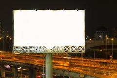Ο πίνακας διαφημίσεων εθνικών οδών στην πόλη Στοκ Εικόνες