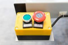 Ο πίνακας ελέγχου μηχανών για την έναρξη και σταματά στο εργοστάσιο βιομηχανίας Διακόπτης δύναμης για τη στενή ή ανοικτή ενέργεια στοκ εικόνα με δικαίωμα ελεύθερης χρήσης