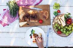 Ο πίνακας τίθεται για το γεύμα lunch στοκ φωτογραφίες