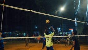 Ο παίκτης παίρνει σκληρά εξυπηρετεί και η ομάδα κερδίζει το σημείο κατά τη διάρκεια των πρωταθλημάτων ΙΝΔΙΑ, ΝΕΠΑΛ, ΤΟΝ ΑΠΡΊΛΙΟ Τ φιλμ μικρού μήκους