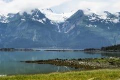 Ο παγετώνας ουράνιων τόξων, ένας κρεμώντας παγετώνας κοντά σε Haines, Αλάσκα στοκ εικόνα