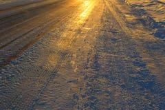 Ο παγωμένος δρόμος παγωμένος χειμώνας ηλιο&beta Στοκ Φωτογραφία