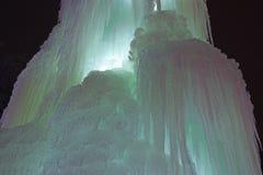 ο παγωμένος καταρράκτης πάγου, ένας καταρράκτης των παγακιών, καμμένος πάγος, ο μαγικός του χειμώνα, α Στοκ Φωτογραφία