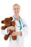 Ο παιδίατρος με γεμισμένος αντέχει στοκ φωτογραφία