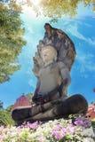 Ο παλαιός Βούδας πίσω από το υπόβαθρο ουρανού Στοκ εικόνα με δικαίωμα ελεύθερης χρήσης