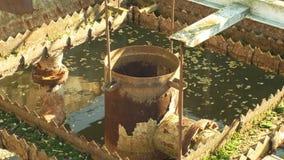 Ο παλαιός και σκουριασμένος σίδηρος εργοστασίων επεξεργασίας νερού αποβλήτων και απόβλητου ύδατος τοποθετεί σε δεξαμενή την ανενε φιλμ μικρού μήκους