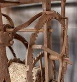 Ο παλαιός μηχανισμός ενός μεγάλου ρολογιού πύργων Στοκ Εικόνες